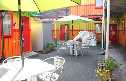 カラオケぽちたまの中庭スペース